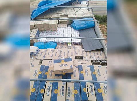 Aduana-decomisa-bebidas-y-maiz-de-contrabando