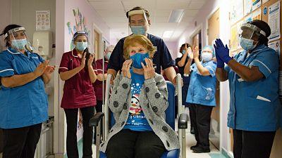 Comenzo-en-el-Reino-Unido-la-vacunacion-contra-el-coronavirus