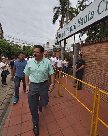 Manfred-Reyes-Villa-se-marcha-de-la-reunion-de-candidatos