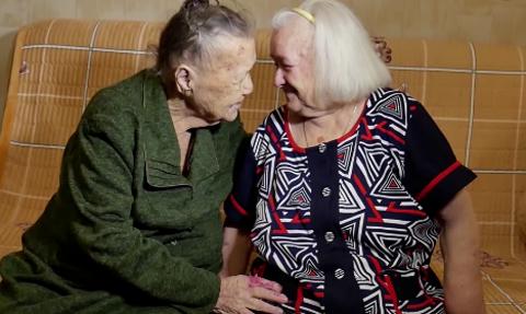 Hermanas-se-reencuentran-luego-de-78-anos:-fueron-separadas-por-la-guerra