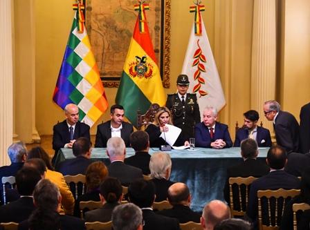 Bolivia-con-apoyo-internacional,-Ministro-de-Salud-confirmo-10-casos-en-el-pais