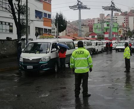 Policia-reporta-384-arrestados-por-infringir-restriccion-vehicular-a-nivel-nacional-