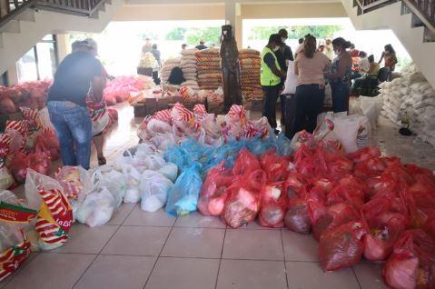 Alcalde-de-San-Jose-de-Chiquitos-sanciona-ley-para-distribuir-alimentos-a-pobladores-de-escasos-recursos