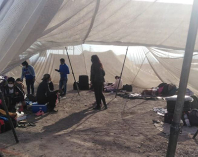 Centenar-de-bolivianos-en-la-frontera-con-Chile-piden-ayuda-al-Gobierno-para-retornar