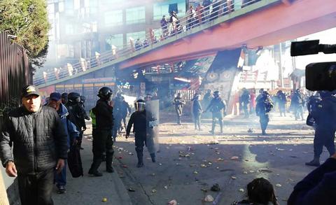 Protesta-y-gasificacion-por-presencia-de-Ánez-en-El-Alto