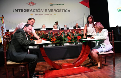 YPFB-y-Petrobras-firman-nueva-adenda-por-el-gas