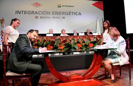 YPFB-y-Petrobras-firman-nueva-adenda-por-seis-anos