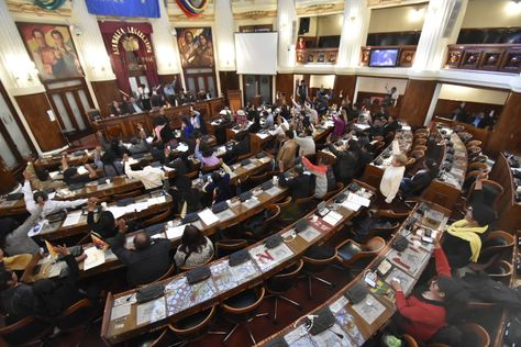 Legislativo-censura-al-Ministro-de-Defensa-y-da-paso-a-su-destitucion