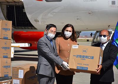 Bolivia-recibe-donacion-china-de-barbijos,-reactivos-y-ventiladores-mecanicos