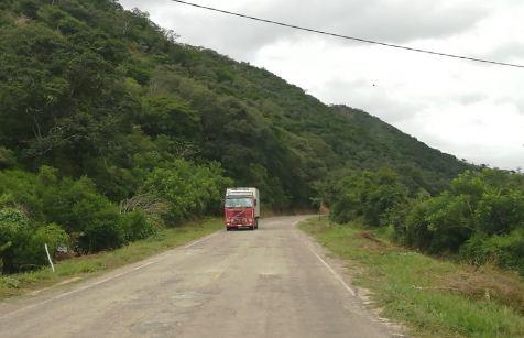 Carretera-a-los-valles-esta-expedita-para-abastecimiento-de-Santa-Cruz