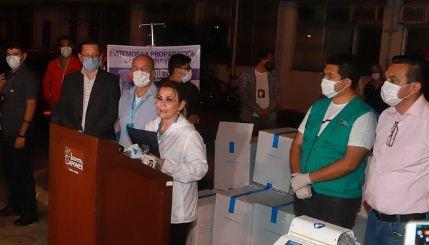 Llegan-170-respiradores-adquiridos-por-el-Gobierno-y-entregan-30-para-Santa-Cruz