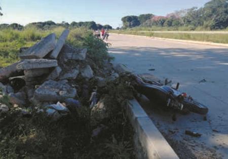 Motociclista-choco-contra-escombros-y-pierde-la-vida