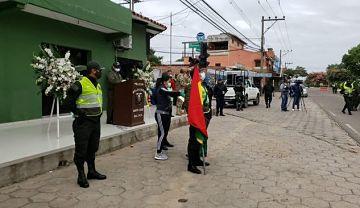 Policia-rinde-homenaje-a-dos-efectivos-fallecidos-por-coronavirus-en-Santa-Cruz