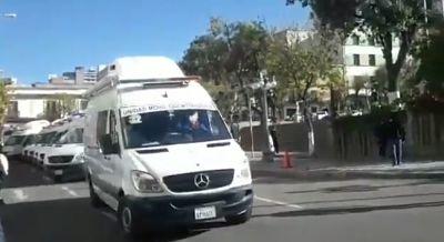 Gobierno-denuncia-que-caravana-de-ambulancias-sufrio-acoso-y-amenazas-al-llegar-a-Cochabamba