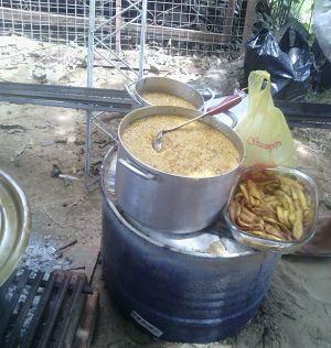 Entregan-alimentos-para-ollas-comunes-en-barrios-de-Santa-Cruz