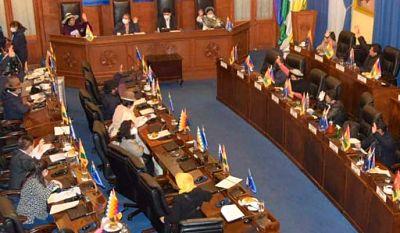 Senado-sanciona-ley-que-obliga-a-clinicas-privadas-a-recibir-pacientes-COVID-derivados-del-sector-publico