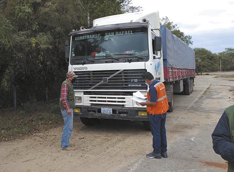 Detienen-dos-camiones-con-soya-de-contrabando