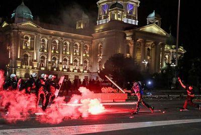 Serbia:-las-nuevas-medidas-restrictivas-desatan-protestas-con-heridos