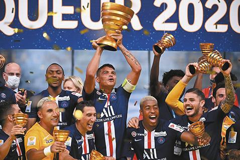 PSG-vence-a-Lyon-y-logra-su-triple-corona