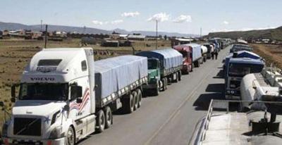 Transporte-pesado-internacional-reporta-perdida-de-Bs-65-millones-por-bloqueos