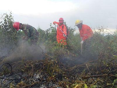 Medio-Ambiente-y-Sernap-lleva-ayuda-para-mitigar-los-incendios-forestales-en-el-parque-Otuquis