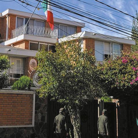 Buscan-dar-salvoconducto-a-los-asilados-en-la-residencia-mexicana