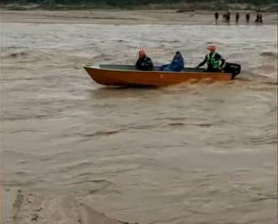 Un-muerto-y-cuatro-dragueros-son-rescatados-por-equipo-de-la-Gobernacion-en-Quebrada-Seca,-La-Guardia