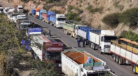 Transporte-pesado-se-querella-contra-promotores-de-los-bloqueos;-denuncia-un-dano-de-$us-20-millones