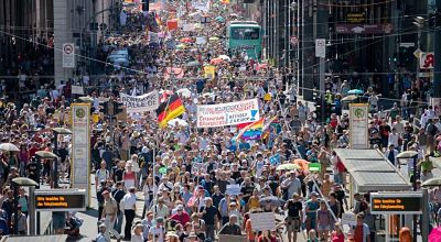 Alemania:-miles-de-personas-marcharon-en-la-capital-contra-las-restricciones