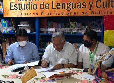 Gobierno-firma-un-convenio-con-el-pueblo-guarani-para-potenciar-la-educacion-a-distancia