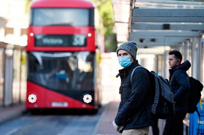 Inglaterra:-confinan-a-mas-de-2-millones-de-personas-por-fuerte-avance-del-coronavirus