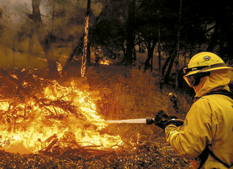 Miles-de-evacuados-por-los-incendios-en-California