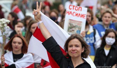 Bielorrusia:-miles-de-mujeres-protestan-contra-la-violencia-policial