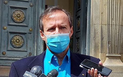 Tuto-considera-una-tortura-para-la-poblacion-que-recien-en-abril-lleguen-las-vacunas-certificadas