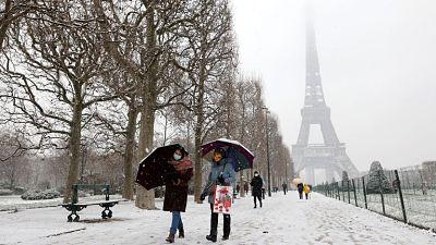 Paris-volvio-a-cubrirse-de-blanco-con-su-primera-nevada-en-tres-anos