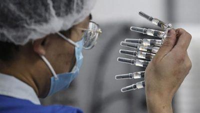 Brasil-aprobo-el-uso-de-emergencia-de-las-vacunas-contra-el-coronavirus-de-Oxford-AstraZeneca-y-Sinovac