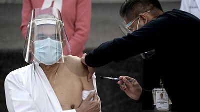 America-Latina-dividida-entre-primeros-vacunados,-acuerdos-a-futuro-y-la-incertidumbre
