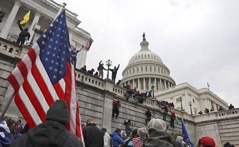 El-caos-se-apodera-de-Washington-en-la-sesion-para-ratificar-el-triunfo-de-Joe-Biden