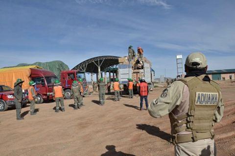 Contrabandistas-embisten-vehiculo-oficial,-matan-a-funcionario-aduanero-y-hieren-a-dos-militares
