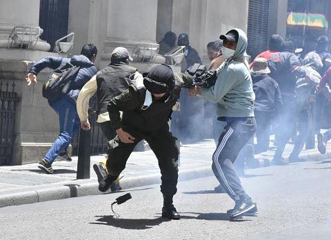 Nuevos-enfrentamientos-en-La-Paz-dejan-heridos-entre-policias-y-cocaleros