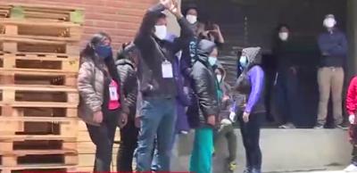 Trabajadores-paralizan-armado-de-maletas-electorales-en-La-Paz