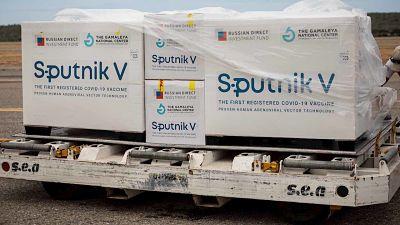 Cientificos-rusos-aseguran-que-la-vacuna-Sputnik-V-funciona-bien-contra-las-nuevas-variantes-de-COVID-19