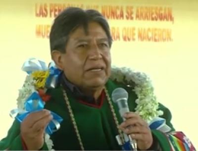 -Choquehuanca-entrega-cancha-polifuncional-en-unidad-educativa-de-Santiago-de-Huayllamarca