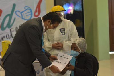 Inicia-la-campana-de-vacunacion-masiva-contra-la-COVID-19-en-La-Paz