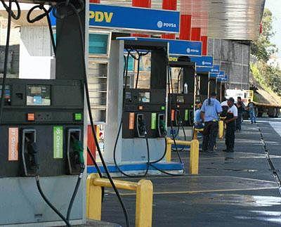 Maduro-expropia-gasolineras-y-las-pone-en-manos-de-empresas-chinas