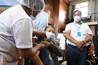 Cochabamba-inicia-campana-masiva-de-inmunizacion-contra-el-covid-19