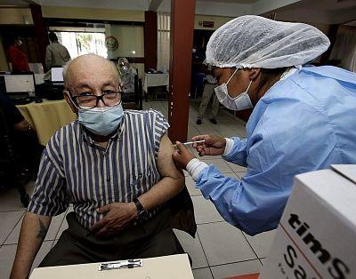 Analizan-vacunar-a-mayores-de-60-anos-ante-poca-afluencia-de-adultos-mayores-de-80