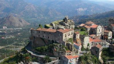 Uno-de-los--pueblos-mas-bellos-de-Italia--vende-casas-por-un-euro-para-repoblar-su-casco-antiguo