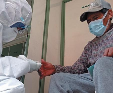 Brasilenos-en-frontera-piden-recibir-la-vacuna