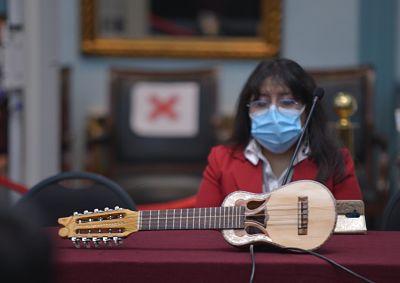 Charango,-el-rey-de-los-instrumentos-tradicionales-del-altiplano-boliviano